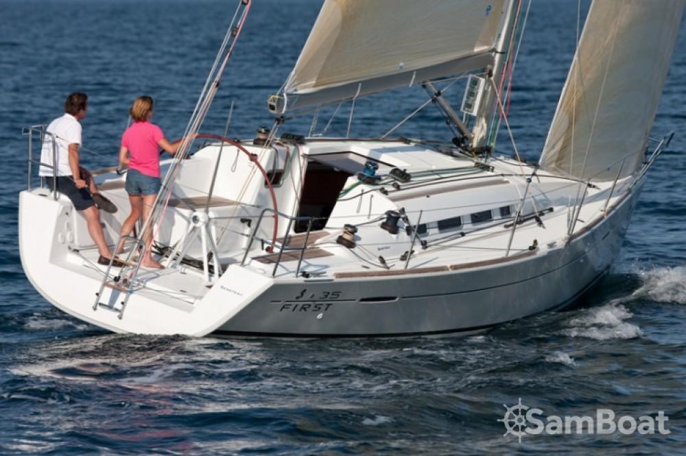 Location bateau Marina Kaštela pas cher Beneteau First 35