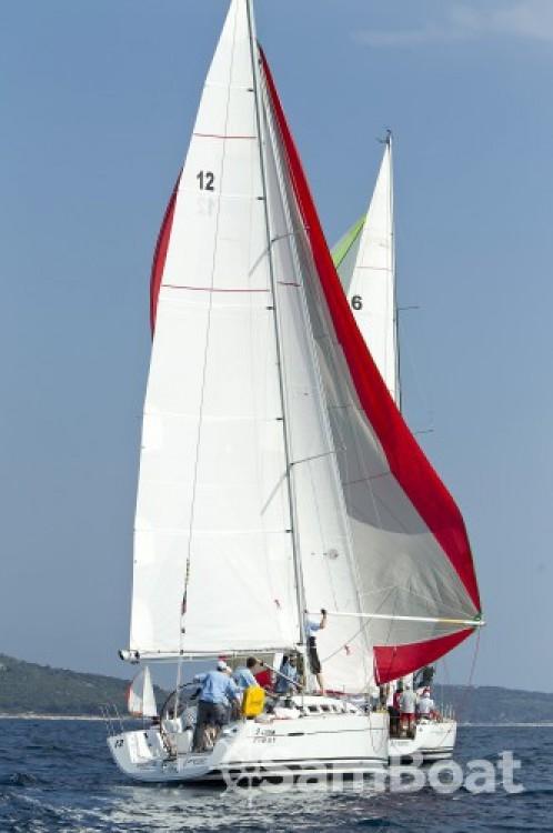 Bénéteau First 35 entre particuliers et professionnel à Marina Kaštela