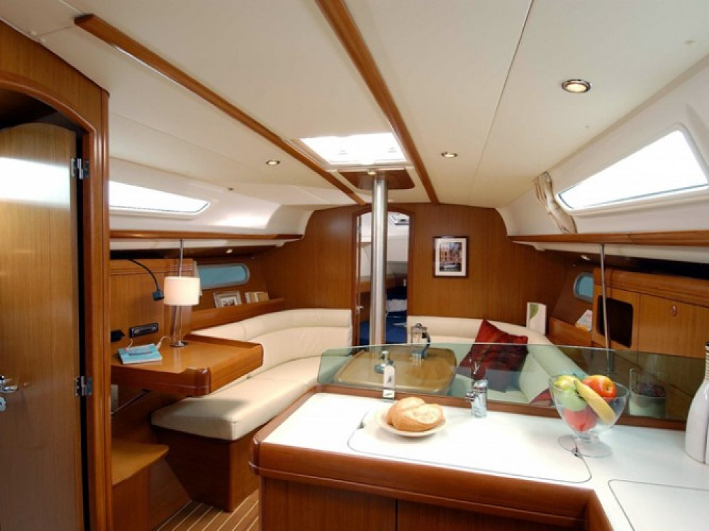 Location bateau Jeanneau Sun Odyssey 36i à Marina Gouvia sur Samboat