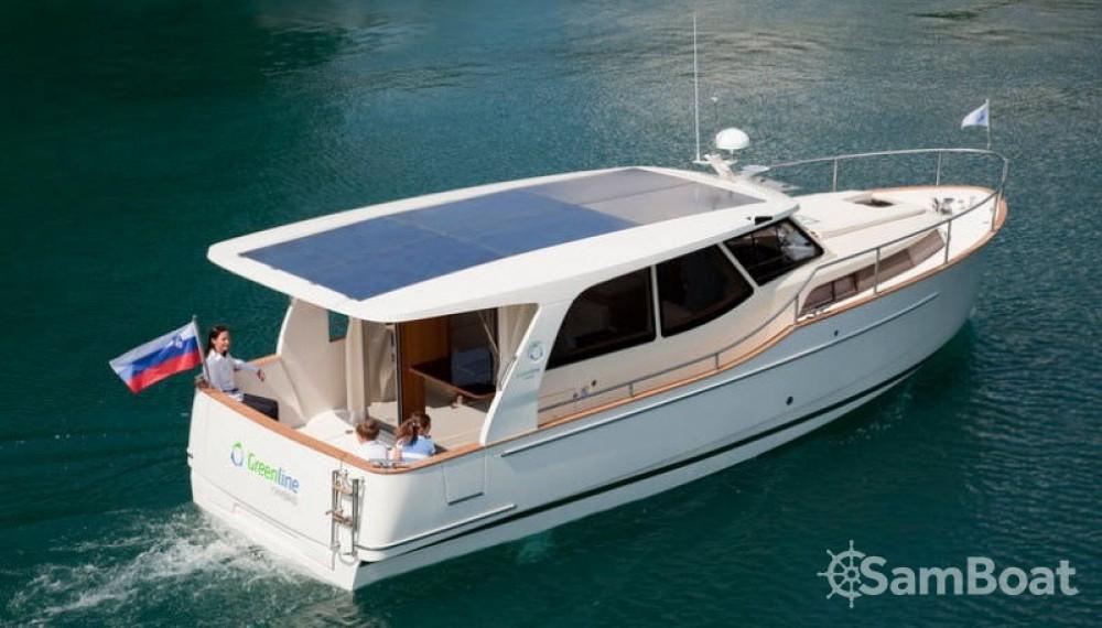 Louez un Greenline 33 Hybrid Solar à Bienne