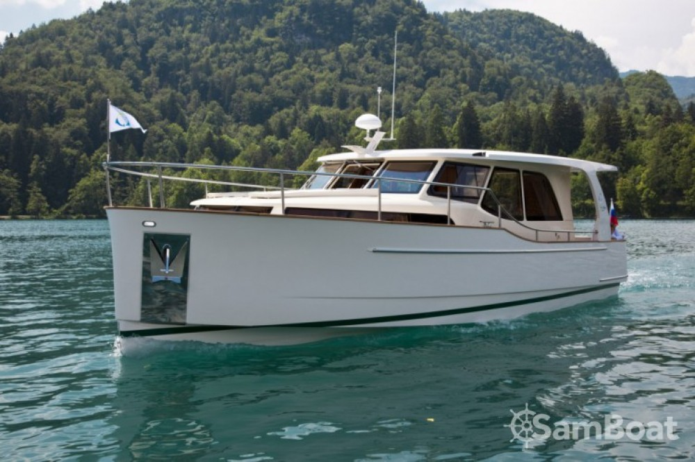 Location bateau Greenline 33 Hybrid Solar à Bienne sur Samboat
