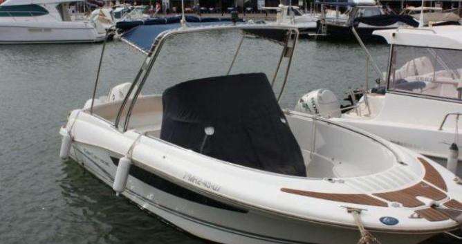 Louer Bateau à moteur avec ou sans skipper Jeanneau à Citadelle