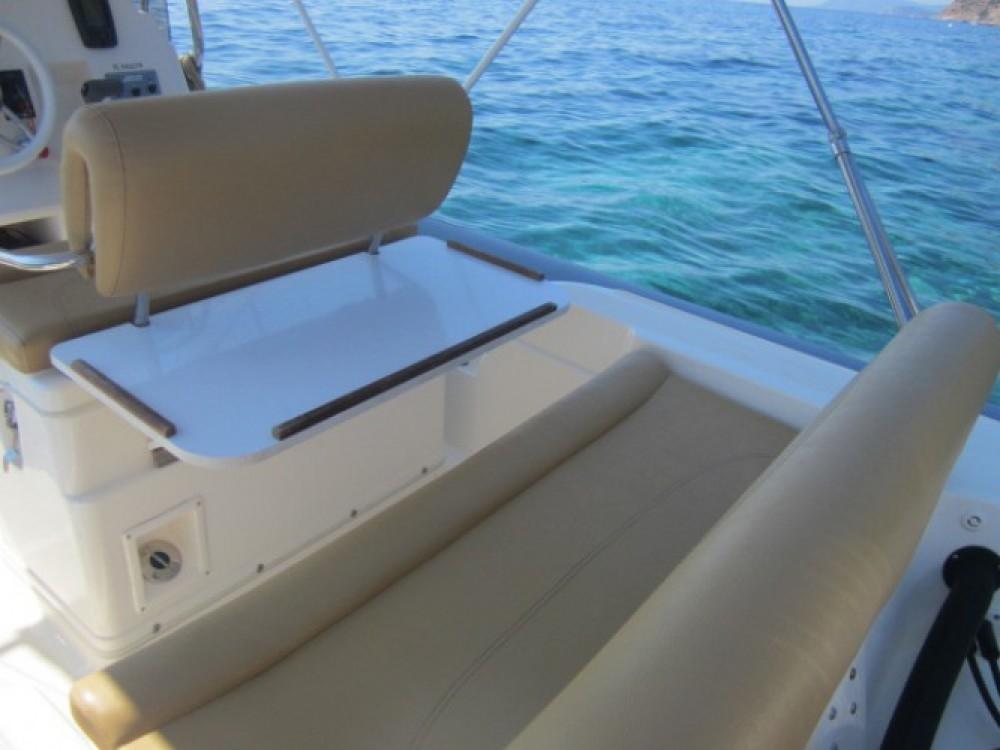 Location bateau Joker Boat Clubman 23 à Hyères sur Samboat