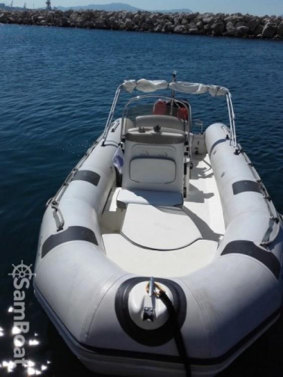Location bateau Marseille pas cher semi rigide