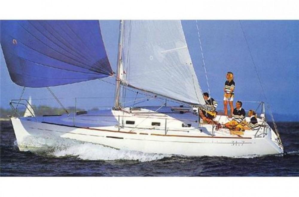 Location bateau Bénéteau First 31.7 à Arzon sur Samboat