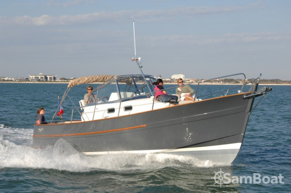 Motor boat for rent Arzon at the best price