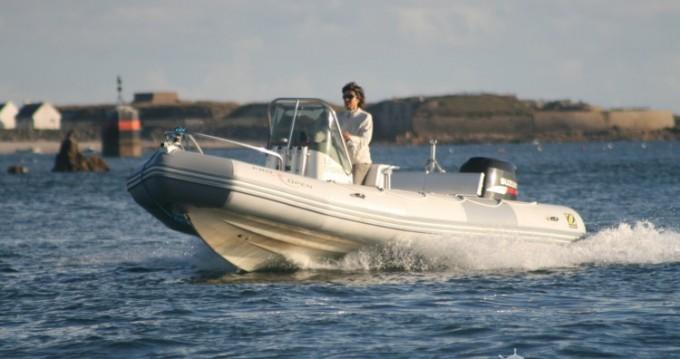 Louer Semi-rigide avec ou sans skipper Zodiac à Port-Louis