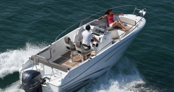 Location bateau Jeanneau Cap Camarat 7.5 CC à Ajaccio sur Samboat
