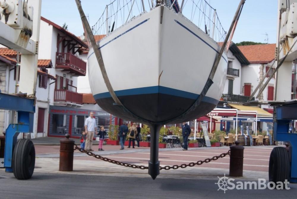 Location bateau She-Sparkman-Stephens SHE33 à Saint-Jean-de-Luz sur Samboat