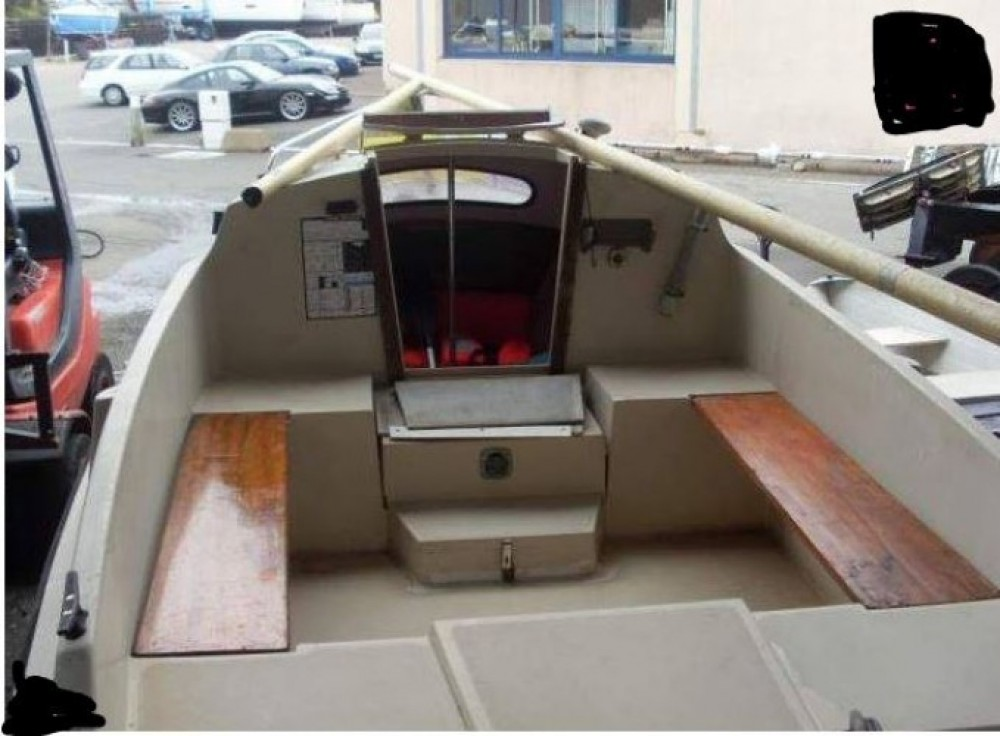 Hire Motor boat with or without skipper Bénéteau Douarnenez