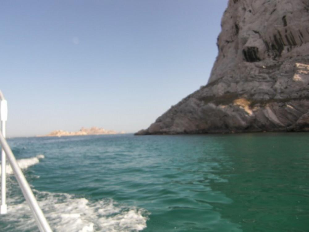 Louer Bateau à moteur avec ou sans skipper Bénéteau à Marseille