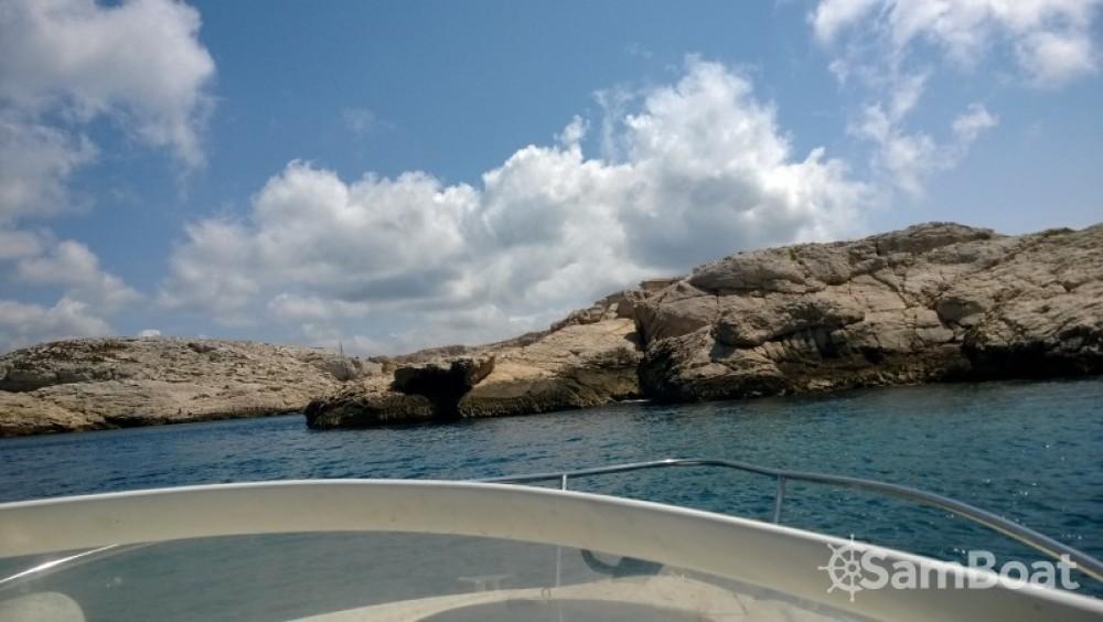 Location bateau Marseille pas cher Flyer Viva 5.90