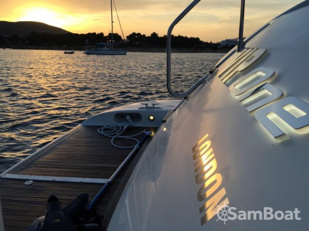 Location bateau Club de Mar pas cher Mangusta 80
