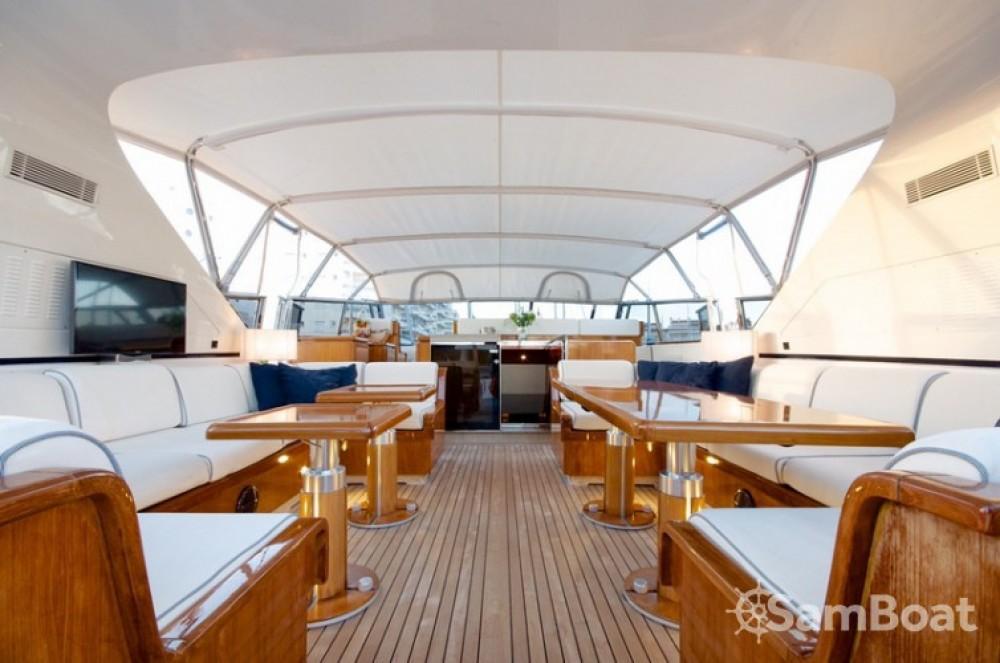Location Yacht Mangusta avec permis