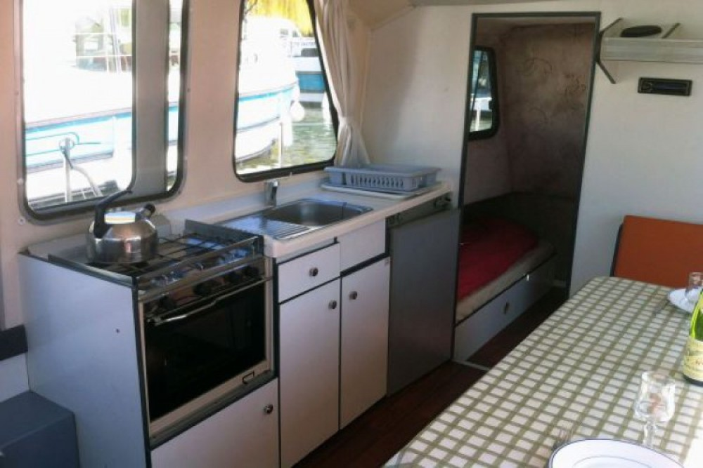 Location bateau Nicols Riviera 920 à Damazan sur Samboat