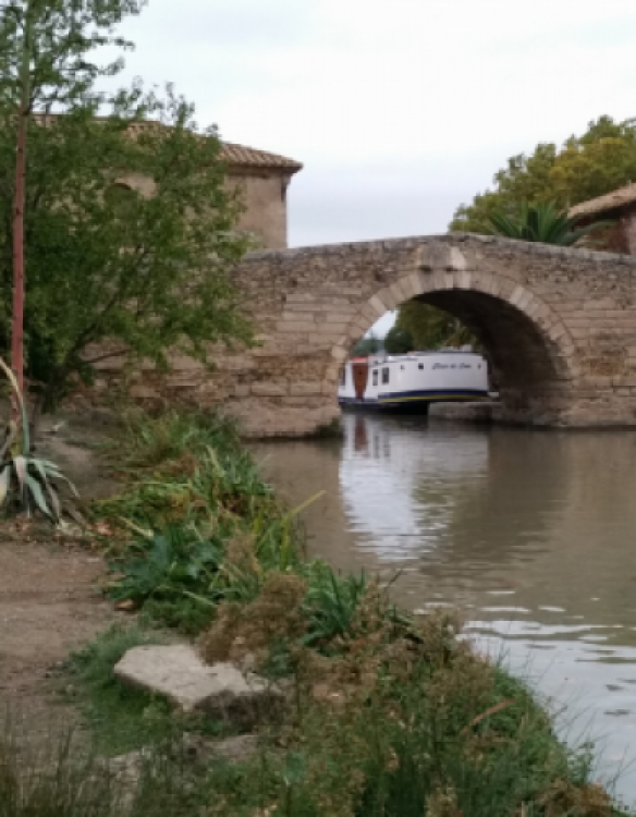 Location bateau Crusader 12.8 à Mas-Saintes-Puelles sur Samboat