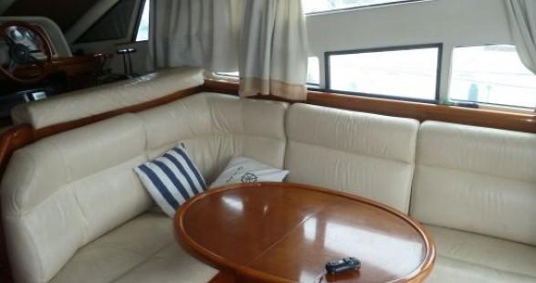 Location Bateau à moteur à Les Roches-de-Condrieu - Arcoa 1107 Yacht flybrige
