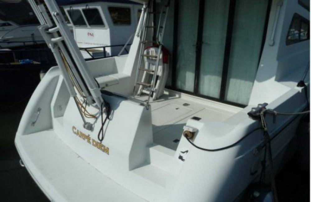 Location bateau Les Roches-de-Condrieu pas cher 1107 Yacht flybrige