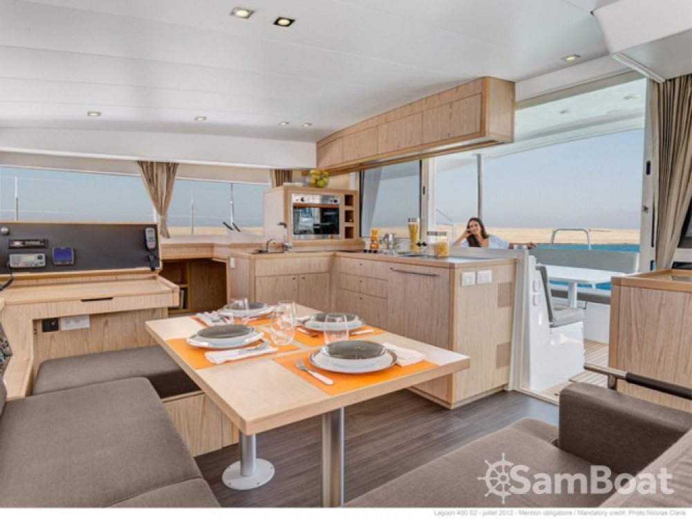 Location bateau Grand Case pas cher Lagoon 400 S2