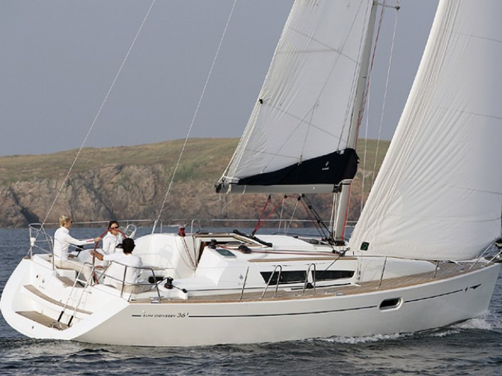 Jeanneau Sun Odyssey 36i entre particuliers et professionnel à Salerne