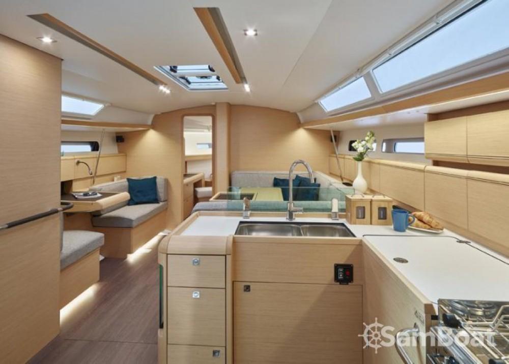 Location bateau Jeanneau Sun Odyssey 449 à Agropoli sur Samboat