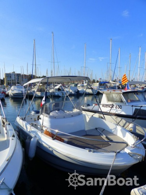Location bateau Saint-Cyprien pas cher Cap Camarat 5.5 CC Serie 2