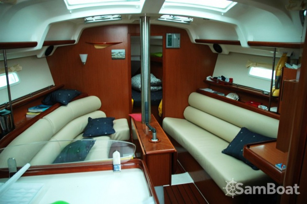 Bénéteau Oceanis 343 DL entre particuliers et professionnel à Arradon