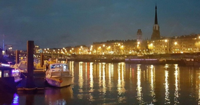 Boat rental Aquanaut Unico 1100 fly in Rouen on Samboat