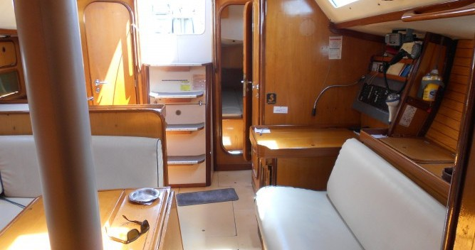 Location bateau Bénéteau Oceanis 390 à Athènes sur Samboat