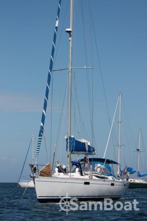Location yacht à Port Chantereyne - Bénéteau Oceanis 430 sur SamBoat