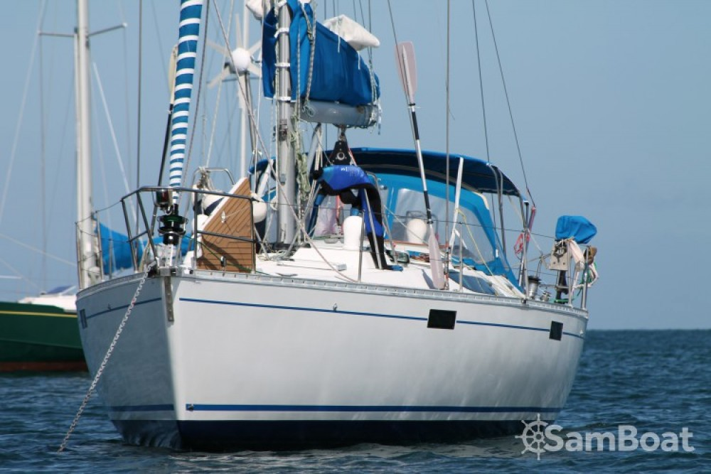 Bénéteau Oceanis 430 entre particuliers et professionnel à Port Chantereyne