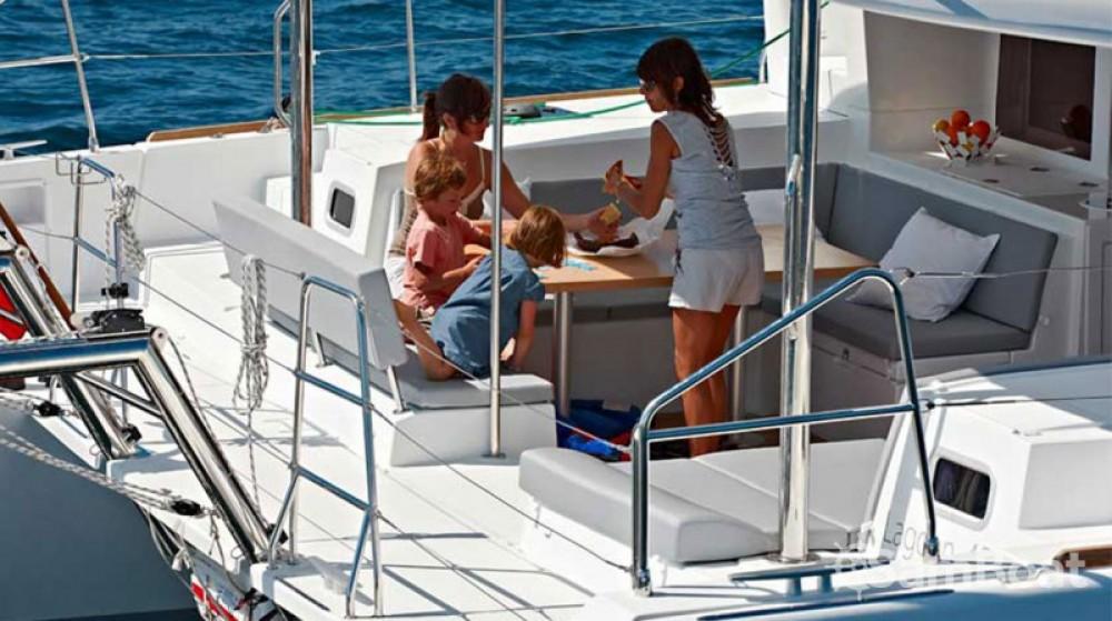 Location bateau Álimos pas cher Lagoon 450