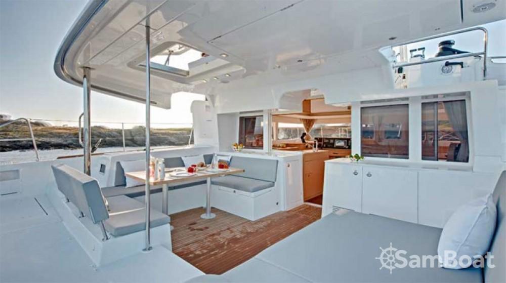 Alquiler de Catamarán, con o sin patrón Lagoon Álimos