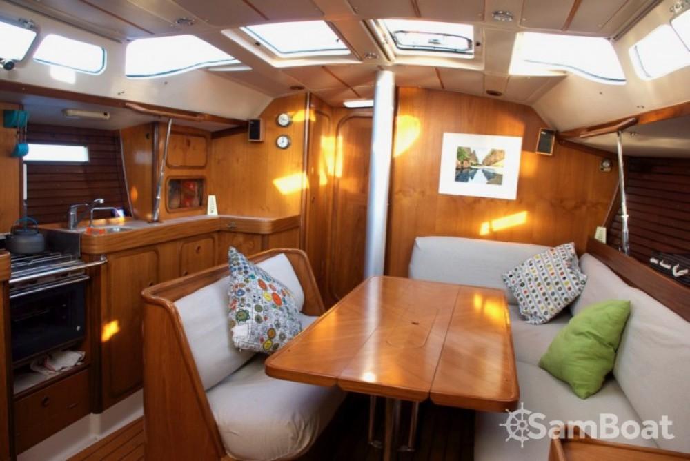 Alquiler de barcos Bénéteau Oceanis 390 enCalviá en Samboat