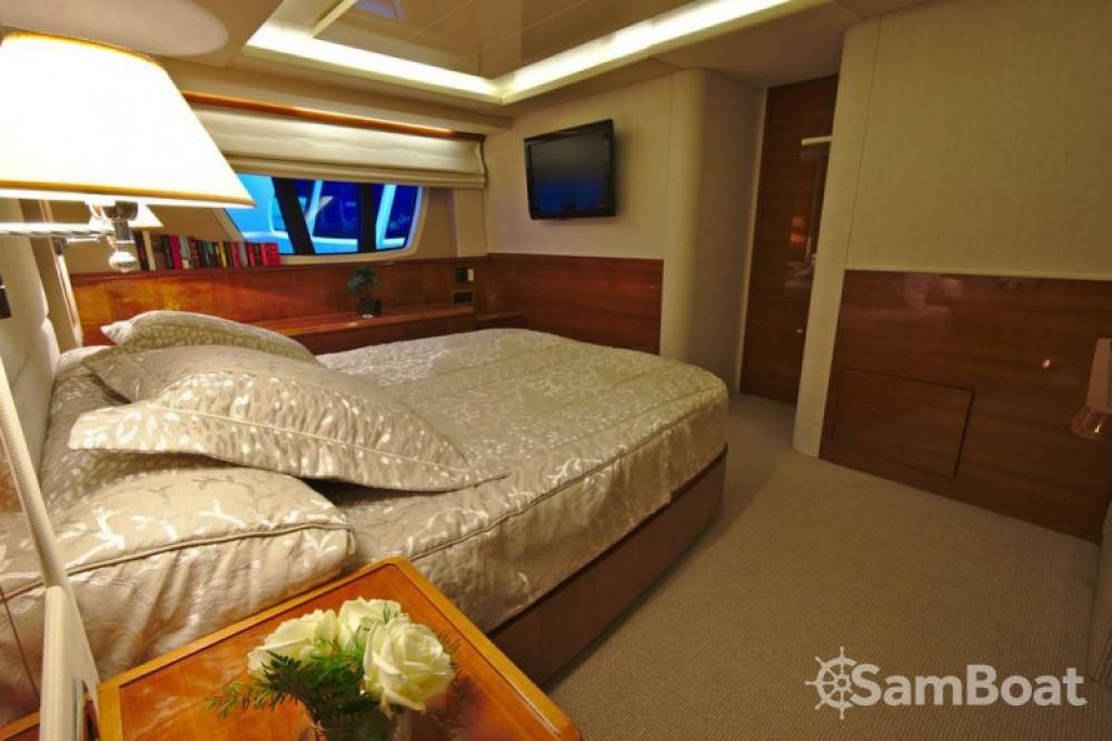 Louer Yacht avec ou sans skipper Azimut à Cannes