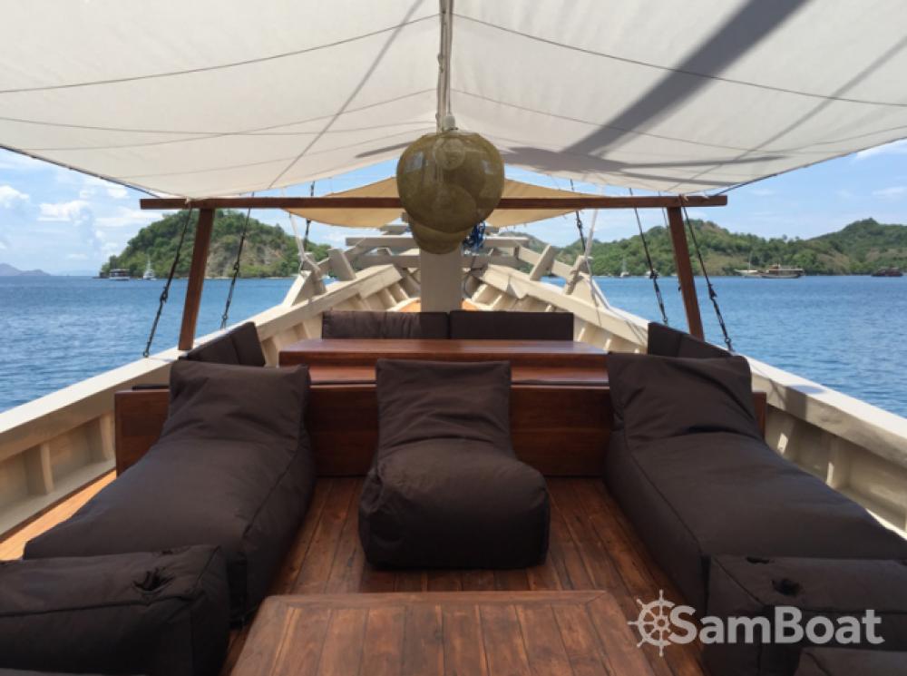 Unique boat entre particuliers et professionnel à Labuan Bajo
