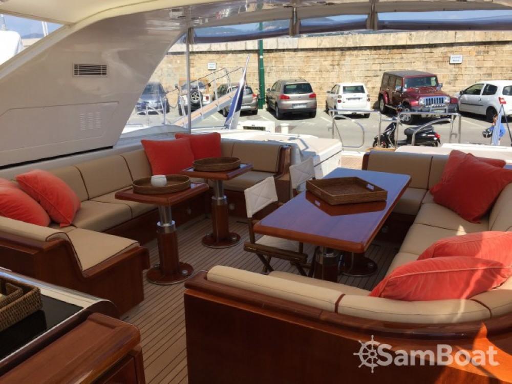 Location bateau Mangusta 25 à Saint-Tropez sur Samboat