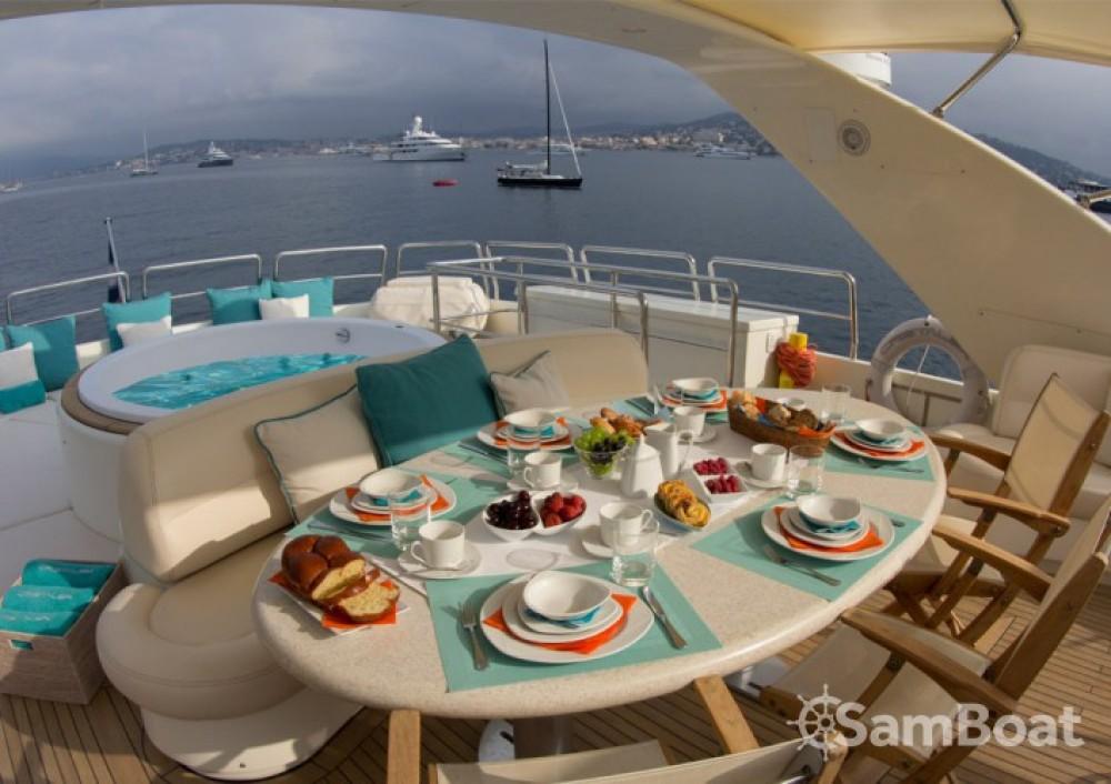 Location bateau Azimut 30.4 à Saint-Tropez sur Samboat