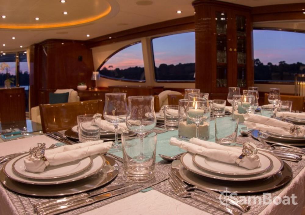 Location Yacht à Saint-Tropez - Azimut 30.4
