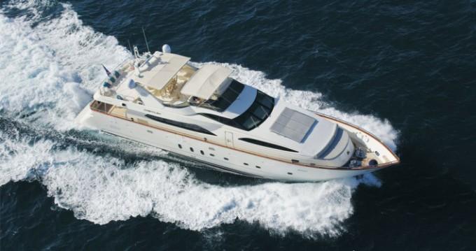 Louer Yacht avec ou sans skipper Azimut à Saint-Tropez