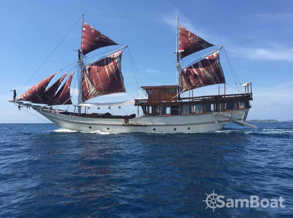Louez un Unique boat à Labuan Bajo