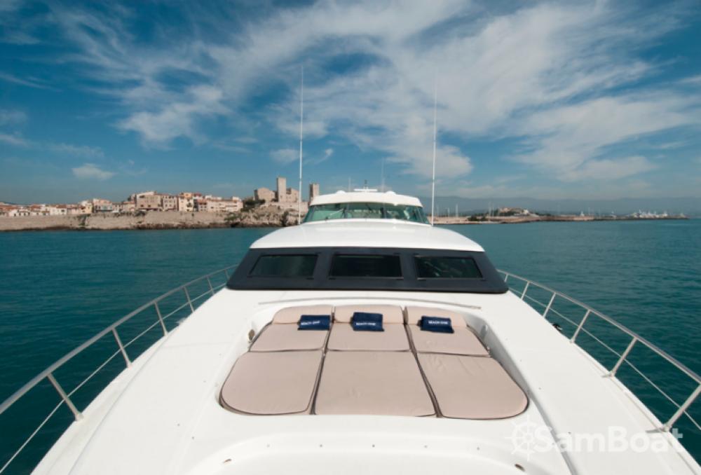 Mangusta 32 entre particuliers et professionnel à Saint-Tropez