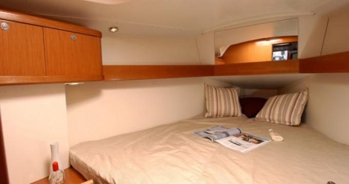 Hire Sailboat with or without skipper Bénéteau Saint-Gilles-Croix-de-Vie