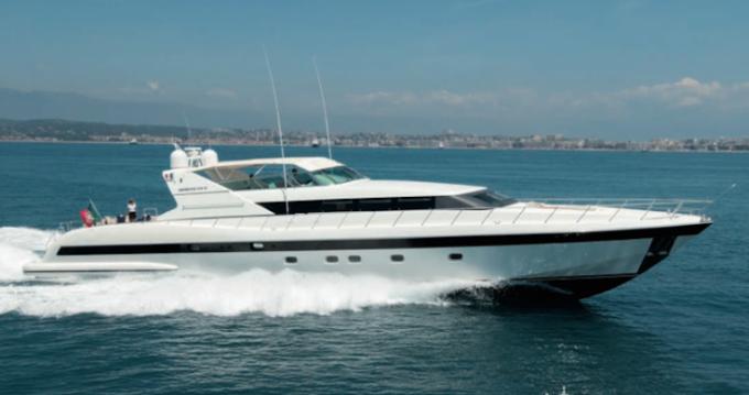 Location bateau Mangusta 32 à Saint-Tropez sur Samboat