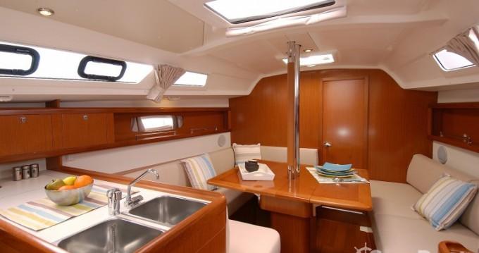 Boat rental Saint-Gilles-Croix-de-Vie cheap Oceanis 34