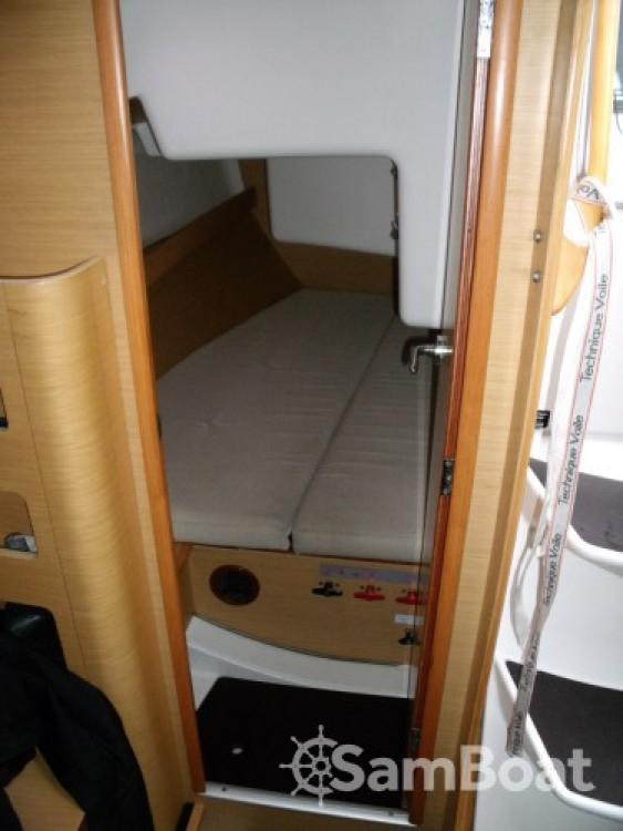 Hire Sailboat with or without skipper Bénéteau Les Sables-d'Olonne