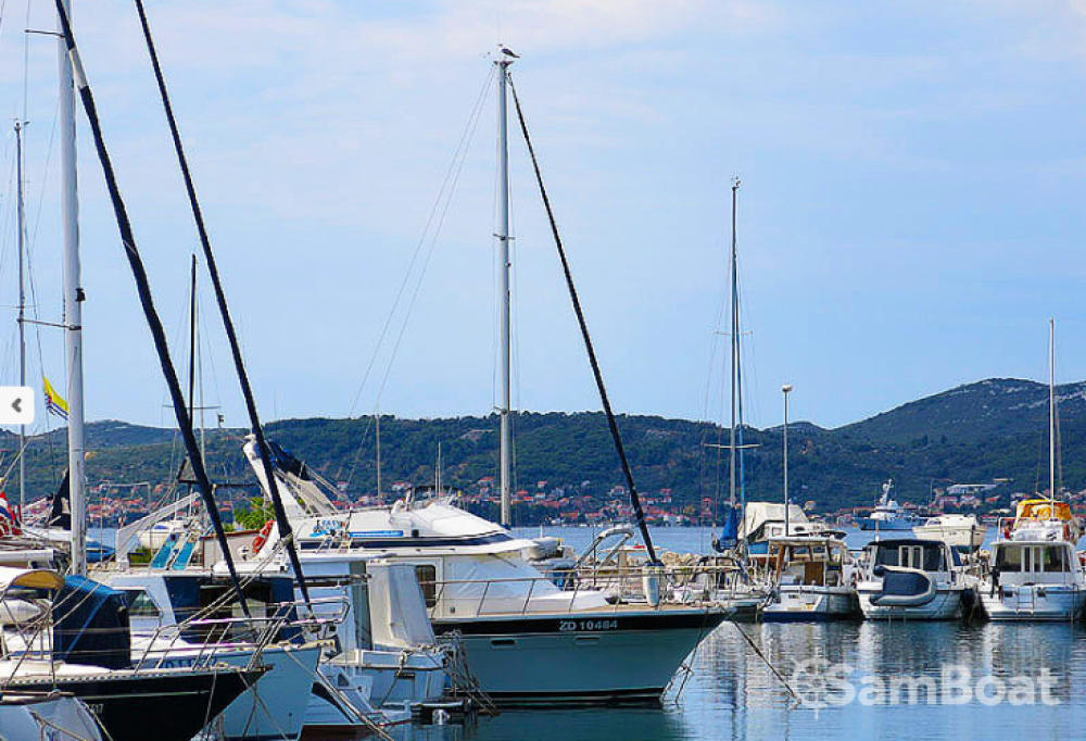 Bateau à moteur à louer à Zadar au meilleur prix