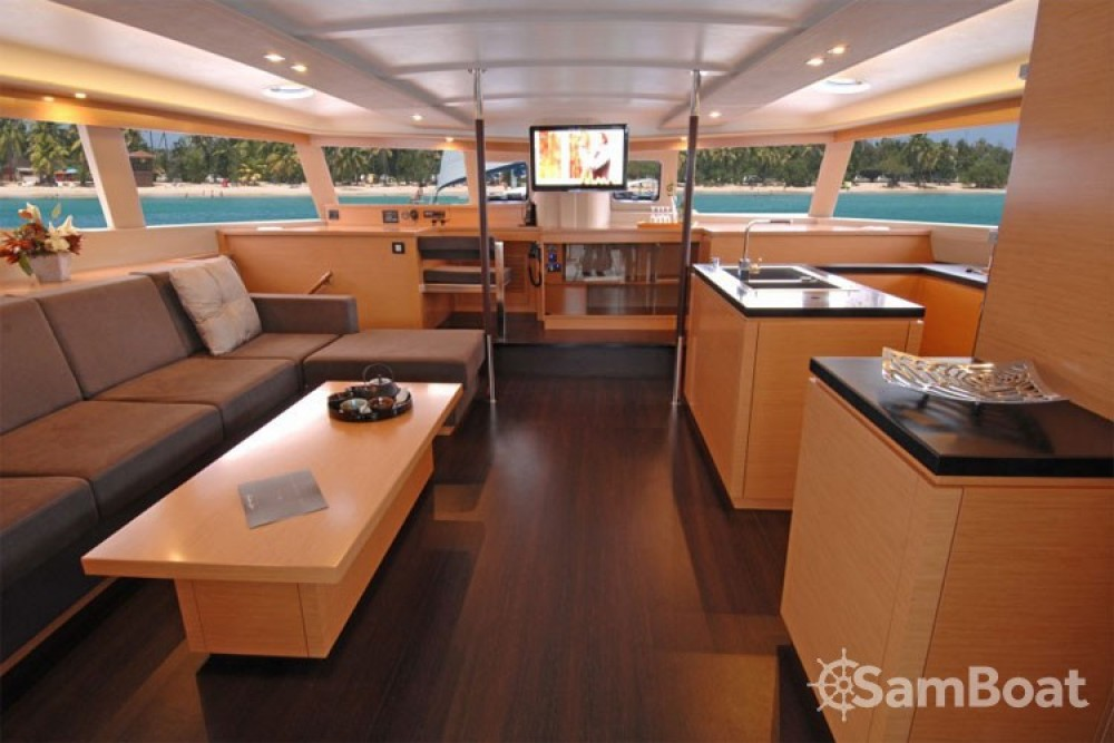 Louer Catamaran avec ou sans skipper Fountaine Pajot à Athènes