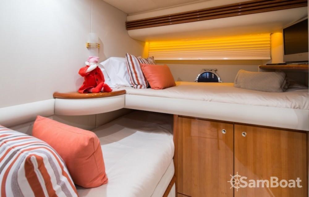 Yacht à louer à Laganas au meilleur prix