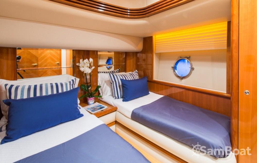 Louer Yacht avec ou sans skipper Azimut à Laganas